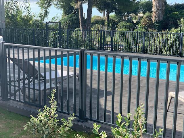 montre garde corps piscine